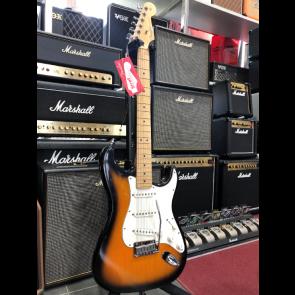 Fender American Stratocaster Sunburst  Maple neck s  Koferom IZLOŽBENI PRIMJERAK
