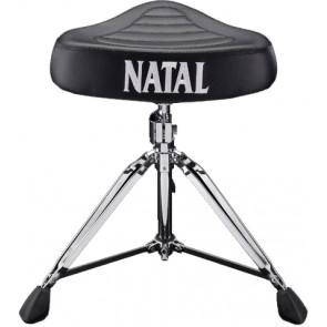 Udobno se smjestite u izdržljiv, siguran i podesiv stolac za bubanj sa okruglim vrhom sjedala. Stolac je mekan i lako podesiv po visini.
